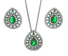 Conjunto colar e brincos com zircônias semi-joia. Você encontra na loja Rivera. Compre online: https://riverajoias.com.br/produto.php?produto=1485-conjunto-colar-e-brincos-com-zirconias-semi-joia
