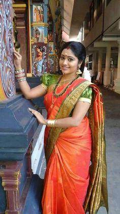 South Indian Married Women Look --by Sasi Pradha South Indian Sarees, Indian Silk Sarees, Indian Beauty Saree, Banarasi Sarees, Beautiful Girl Indian, Beautiful Saree, Beautiful Indian Actress, Beautiful Birds, Aunty In Saree