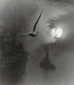BILL BRANDT-  Early Morning on the Thames, London, 1939
