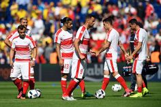 (L-R) Switzerland's midfielder Valon Behrami, Switzerland's midfielder Xherdan Shaqiri,.Switzerland's defender Ricardo Rodriguez, Switzerland's forward Haris Seferovic and Switzerland's midfielder Granit Xhaka and team mates warm up ahead of the start of the Euro 2016 group A football match between Romania and Switzerland at the Parc des Princes stadium in Paris on June 15, 2016. / AFP / MIGUEL MEDINA