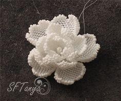 * Цветок бисером (розочка или камелия) :) | biser.info - всё о бисере и бисерном творчестве