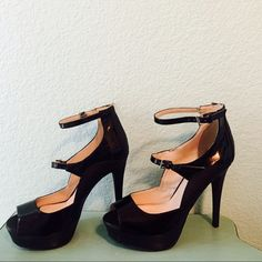 New back high heels New back high heels super cute and in excellent condition Shoes Heels