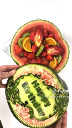 Fruit and Vegetable Carving Veggie Tray Easy Food Art, Amazing Food Art, Creative Food Art, Watermelon Carving Easy, Watermelon Art, Thanksgiving Fruit, Deco Fruit, Food Sculpture, Fruit And Vegetable Carving