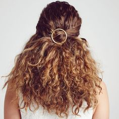 Oversized Circle Clip | Chloe + Isabel summer hair, curly hair, hair accessories