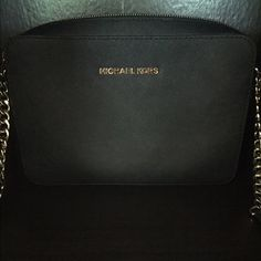 MICHAEL Michael Kors Jet Set Travel Bag MICHAEL Michael Kors Jet Set Travel Large East West Crossbody! Perfect condition! Carried only a couple times! Michael Kors Bags Crossbody Bags