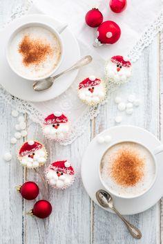 Stupire con il dessert: ecco la proposta di Mauro e Caterina! Fate delle mini cheesecake a forma di Babbo Natale http://www.sperling.it/cheesecake-mauro-padula-carolina-turconi/