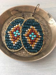 These beautiful hammered hoop earrings are incredibly cute. I form these earrings into a very flattering, hand-formed U shape. Handmade Wire Jewelry, Beaded Jewelry Designs, Seed Bead Jewelry, Jewelry Making Beads, Wire Wrapped Jewelry, Jewelry Findings, Seed Beads, Making Bracelets, Beaded Bracelets