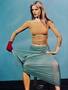 "a-state-of-bliss: ""Harpers Bazaar US Dec 1996 'Flex' - Emma Balfour by Steven Klein "" 90s Fashion, Runway Fashion, Fashion Beauty, Vintage Fashion, Fashion Trends, 90s Models, Global Brands, Fashion Images, Studio Portraits"