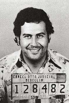 History- Pablo Escobar was the wealthiest Colombian drug lord, whose Medellin cartel once controlled of the cocaine shipped illegally into the United States. Pablo Emilio Escobar, Pablo Escobar Poster, Pablo Escobar Frases, Don Pablo Escobar, Narcos Escobar, Narcos Poster, Narcos Pablo, Vinyl Banner, Mago Tattoo