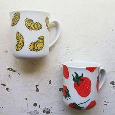 Cilek ve limon buluşmasi (: #kupa #mug #seramik #porselen #limon #çilek #tasarim #hediye #sunum #karppuz #fruit #cup #lemon #strawberry #desing #drink #instadrink #ceramic #porcelain #minimal #gift #special #desing #porcelain #art  #sanat #yiyecek #tabak #seramik #seramikboyama #elyapimi #instadrink #butik #butikonline #karppuz