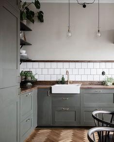 Kitchen in olive and dark wood - via Coco Lapine Design blog