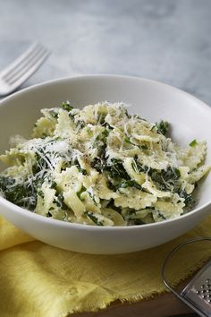 You can make Anna Del Conte's quick and easy spinach and ricotta pasta sauce in less time than it takes to cook the pasta. Best Pasta Dishes, Spinach Ricotta, Easy Pasta Recipes, Easy Meals, Vegetarian Recipes, Healthy Recipes, Italian Recipes, Italian Foods, How To Cook Pasta