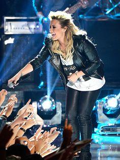 CROWD PLEASER photo | Demi Lovato