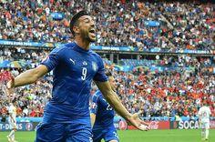 L'Italia batte la Spagna 2-0 agli ottavi di finale di Euro 2016, grazie ai gol di Chiellini e Pellè. Sabato 2 luglio a Bordeaux si gioca Italia-Germania