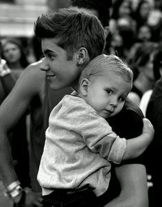 Jaxon is too cute Justin Bieber and Jaxon