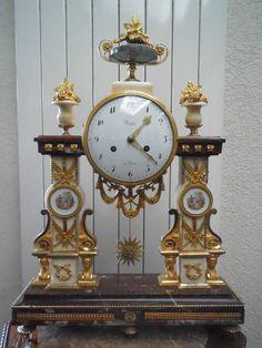 Pendulum Louis XVI gilt bronze and marble 18th century € 3.850,00