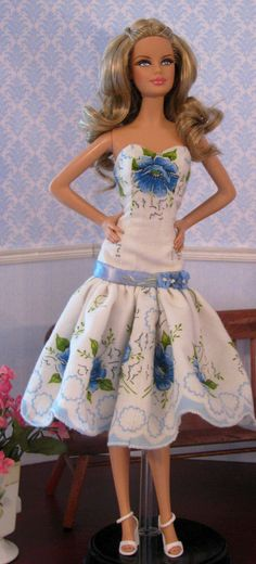 Barbie dress made from vintage hankie… Barbie Patterns, Doll Clothes Patterns, Clothing Patterns, Barbie Dress, Barbie Clothes, Pink Barbie, Barbie Basics, Poppy Parker, Beautiful Barbie Dolls