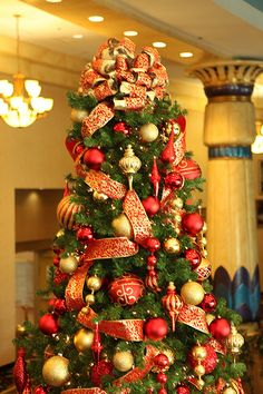 red and gold christmas tree ribbon - Red And Gold Christmas Tree Decoration Ideas