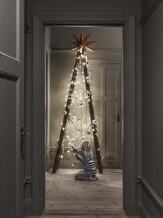 Not your ordinary For more creative alternative Christmas tree ideas, our fresh. - Happy Christmas - Noel 2020 ideas-Happy New Year-Christmas Ladder Christmas Tree, Creative Christmas Trees, Xmas Tree, Christmas Lights, Christmas Tree Ideas For Small Spaces, Modern Christmas Trees, Minimalist Christmas Tree, Minimal Christmas, Whimsical Christmas