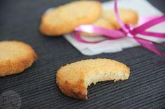 Deze overheerlijke kokoskoekjes worden gemaakt met maar 3 (!!) ingrediënten. Lekker, simpel en in een handomdraai gemaakt.