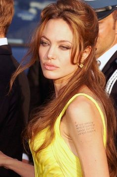 Angelina Jolie is back with her cool tattoos. This time all three covering her back. Angelina Jolie is currently in Cambodia filming her war drama. Angelina Jolie Peinados, Angelina Jolie Hair, Angelina Jolie Pictures, Kelly Lebrock, Jacqueline Bisset, Vanessa Williams, Veronica Lake, Elizabeth Montgomery, Jolie Pitt