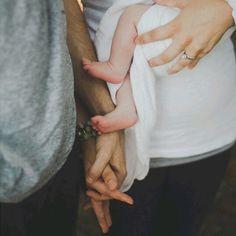 new baby family photo Photo Bb, Kind Photo, Jolie Photo, Newborn Pictures, Baby Pictures, Newborn Pics, Baby Newborn, Foto Fun, Foto Baby