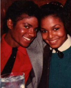 Aww...Rare Photo: #Michael&JanetJackson https://www.youtube.com/watch?v=57osD5RThm0