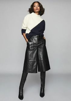 Day-to-night style made easy courtesy of a chunky knit and leather culottes. How To Wear Culottes, Culottes Outfit, Leather Culottes, Leather Skirt, Komplette Outfits, Trendy Outfits, Culotte Style, Look Fashion, Girl Fashion
