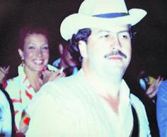 Vallejo y Escobar Pablo Emilio Escobar, Javier Bardem, Narcos Escobar, Mafia, Chapo, Silhouette Photography, Thug Life, Stupid, Mistress