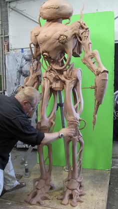 As the lead sculptor on BATTLE: LOS ANGELES for Joel Harlow Designs, Don Lanning and his team got to sculpt the Alien Robots.