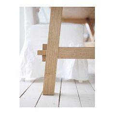 IKEA - MÖCKELBY, Pöytä, Pöytälevyn pinta on kestävää ja luonnollista massiivipuuta, minkä ansiosta sen voi tarpeen tullen hioa ja uudelleenkäsitellä.Hyvä valinta ympäristön kannalta. Valmistettu ohutpuusta, jossa lastulevyn pintaan on liimattu ohut massiivipuukerros. Tekniikan avulla voidaan yhdistää massiivipuun ominaisuudet ja tehokas materiaalien käyttö.Pöytälevyn lankkumaisessa pinnassa on aidon massiivipuun tuntu.Pöytälevyn reunojen viimeistely korostaa lankkumaista…
