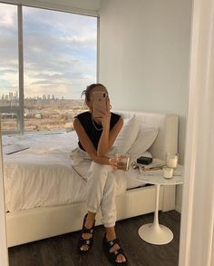 """""""spending the day binging emma leger's videos because i love her and her aesthetic so much"""" Dream Life, My Dream Home, Look Dark, Emma Rose, Dream Apartment, My New Room, Look Fashion, Fall Fashion, Fashion Tips"""