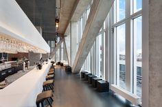 """De ultieme Rotterdamse ervaring wordt direct verlengd wanneer u de lobby van dit moderne 'art and architecture' hotel betreedt."""
