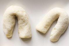 I chifeletti di patate sono un primo piatto triestino, tipico del periodo pasquale, che può essere servito anche per contorno o dolce. L'impasto è a base di patate lesse, burro, uova e, infine, farina.