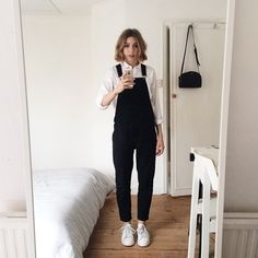 You know when you get your hair 'trimmed' shorter than usual and have no idea how to style it, well thats happened and now my hair looks like a triangle.  On the plus side I found dungarees that I don't have to roll up!
