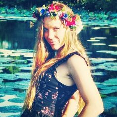 Wilde Flower Design. Floral crowns available on my Etsy Shop-- wildeflowerdesign  www.wildeflowerdesign.etsy.com #cowgirl #gypsy #fashion #moda #france #england #unitedkingdom #germany #unique #hippie #hippy #boho #bohemian #steampunk #punk #wild