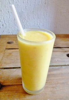 Un smoothie de guayaba y coco es rico en sabor además de ser rico en vitamina c por el contenido que tiene la guayaba.