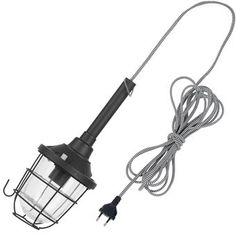 De It's about RoMi Leeds Hanglamp is een onwijs praktische lamp. De lamp heeft een snoer van vijf meter, zodat je hem vrijwel overal mee naar toe kun nemen. De haak aan het frame kun je gebruiken als je de lamp even snel ergens op moet hangen!