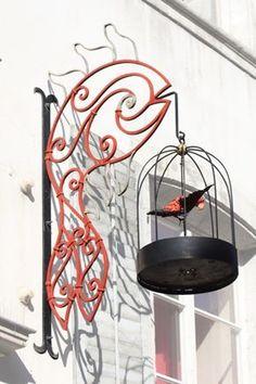 Les enseignes en fer forgé de Porrentruy - Suisse Volutes et spirales A