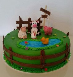 Farm animal cake / boerderij dieren taart Farm Birthday Cakes, Animal Birthday Cakes, Barnyard Cake, Farm Cake, Cow Cakes, Cupcake Cakes, Over The Hill Cakes, Farm Animal Cakes, Cakes For Boys