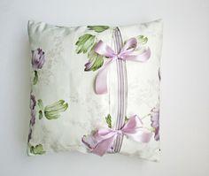 Paarse handgemaakte kussens met 2 strikken