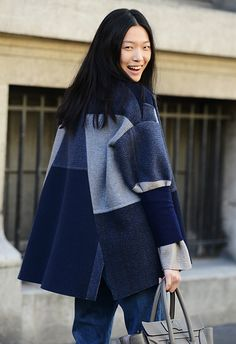 Amazing off duty patchwork denim look coat. Good enough for fashion week. Fashion Mode, Look Fashion, Winter Fashion, Fashion Show, Womens Fashion, Fashion Design, Fashion Trends, Net Fashion, Denim Fashion