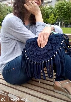 Unique Columbian Wayuu Mochila Bags For Ladies - Trend und Mode Crochet Purse Patterns, Crochet Clutch, Crochet Shoes, Crochet Handbags, Crochet Purses, Crochet T Shirts, Diy Crochet And Knitting, Crochet Crafts, Crochet Stitches