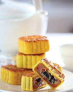 Celebrate This Year's Mid-Autumn Festival and Gift Mooncakes from Four Seasons Hotel Hong Kong