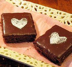 Tänään leivotaan Suklaaruudut ystävälle ilman valkoisia jauhoja! Hearts, Drink, Sweet, Desserts, Recipes, Food, Candy, Tailgate Desserts, Beverage