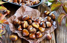 Chestnuts are an extremely popular and easy to find nut. They are versatile when it comes to their usage and adding just a handful to your diet on a daily basis ca. Greek Recipes, Italian Recipes, Food Tasting, Low Carb Diet, International Recipes, Diet And Nutrition, I Love Food, Roast, Clean Eating