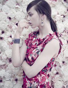 JENNA EARLE MODELS STRIKING FLORALS FOR ELLE MALAYSIAJenna-Earle-Floral-Fashion02
