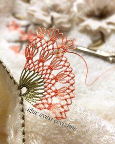 Woolen Craft, Rainbow Roses, Rose Arrangements, Piercings, Viking Tattoo Design, Moda Emo, Video Pink, Sunflower Tattoo Design, Homemade Beauty Products