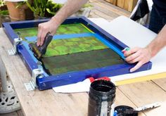 -Variedad de tipos de tinta: al agua, sintéticas, cerámicas, etc.  -Variedad de tipos de colores: saturados, transparentes, mates, semi brillantes.