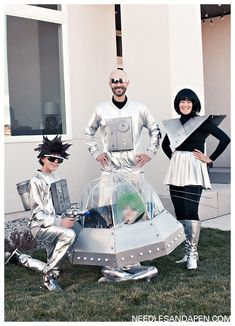 Retro sci fi outer space family Halloween costumes By looking at crochet and . - Retro sci fi outer space family Halloween costumes By looking at crochet and skewer weaves accor - Outer Space Costume, Outer Space Party, Robot Costumes, Diy Costumes, Zombie Costumes, Homemade Costumes, Homemade Halloween, Group Costumes, Costume Ideas